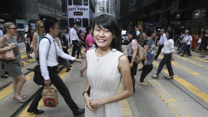 Cạm bẫy sex chờ bạn gái hợp đồng ở Hồng Kông - Ảnh 1.