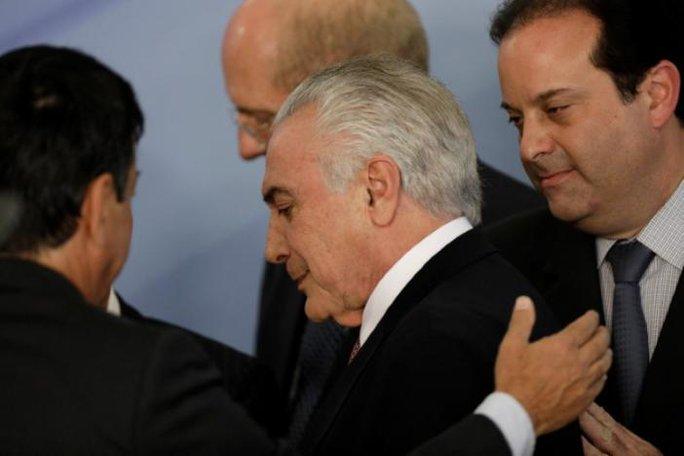 Brazil: Lao xe vào dinh đòi tổng thống từ chức  - Ảnh 1.