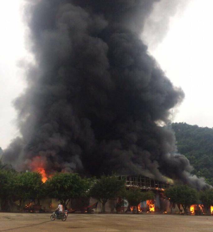 Cháy lớn tại chợ Tân Thanh-Sài Gòn gần cửa khẩu Tân Thanh - Ảnh 1.