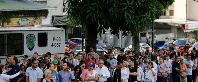 Venezuela: Bỏ phiếu phản đối tổng thống, 5 người thương vong - Ảnh 1.