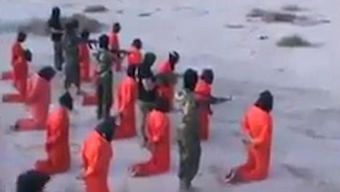 Tay súng IS bị hành quyết tập thể ở Libya - Ảnh 2.