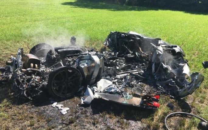 Xế sang Ferrari vừa mua được 1 giờ đã cháy rụi - Ảnh 2.