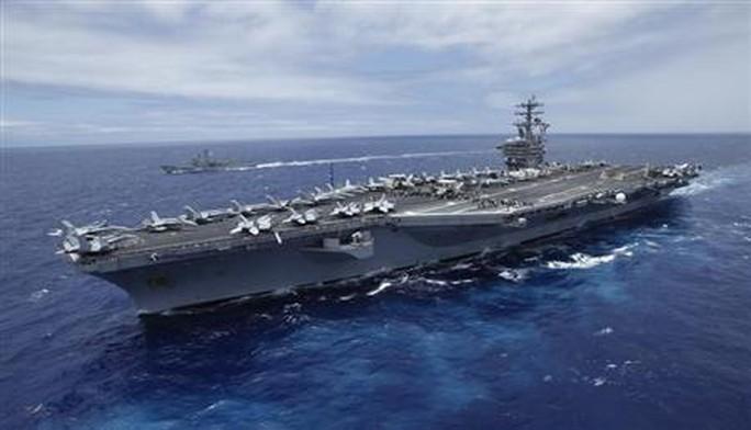 """Tàu sân bay Mỹ """"bắn cảnh cáo tàu Iran"""" - Ảnh 1."""
