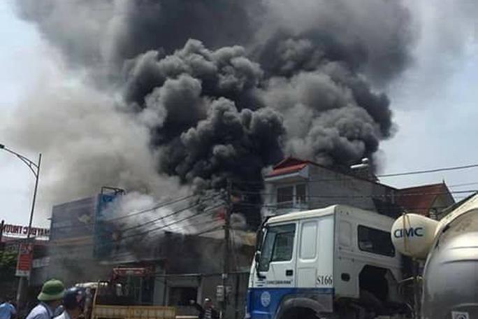 Khởi tố vụ cháy 8 người tử vong, bắt khẩn cấp 1 nghi phạm - Ảnh 1.