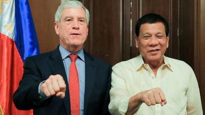 Trùm tình báo Úc khổ vì nắm đấm cạnh tổng thống Philippines - Ảnh 1.