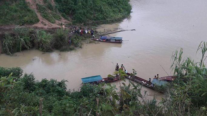 Người lái ô tô lao xuống hồ thủy điện Sơn La tử nạn là bí thư xã - Ảnh 1.