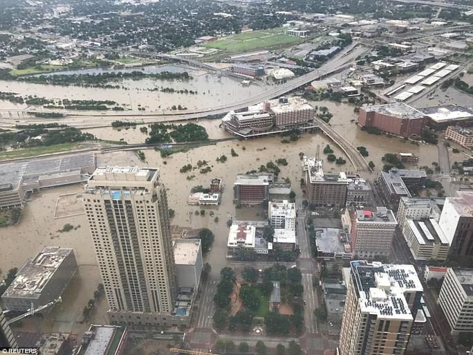Mỹ xả đập cứu lũ cho Houston - Ảnh 5.