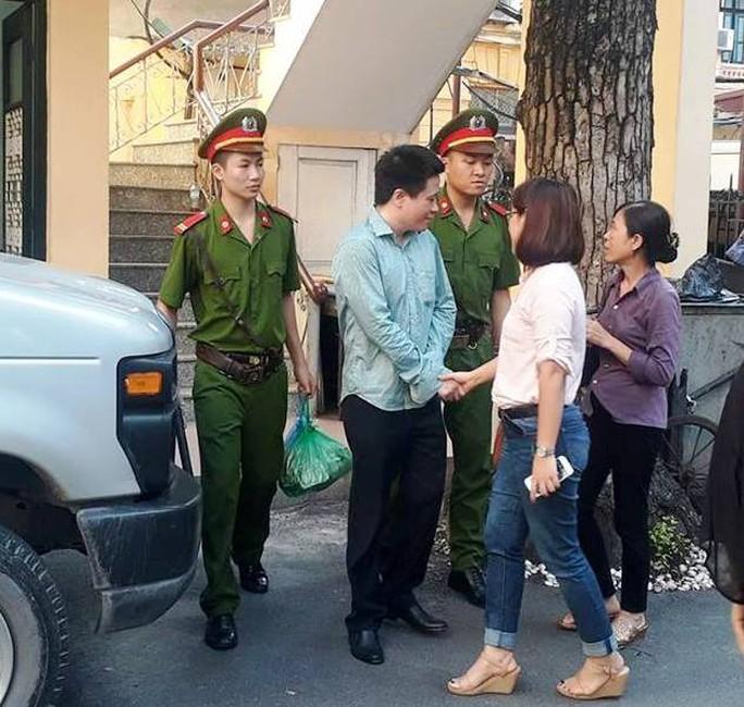 Hà Văn Thắm xin mức án cao nhất, miễn tội cho cấp dưới - Ảnh 1.
