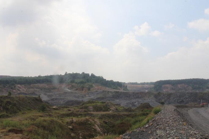 Cận cảnh khu mỏ đá và trạm BOT liên quan phó bí thư Đồng Nai - Ảnh 1.