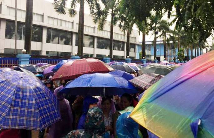 8.000 công nhân ngưng việc đòi đối thoại với ông chủ Trung Quốc - Ảnh 1.