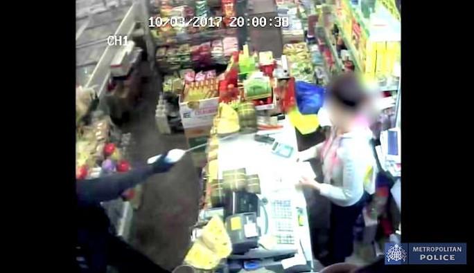 Anh: 2 phụ nữ gốc Việt bị tấn công axít - Ảnh 1.