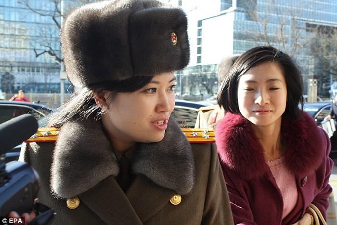 Ông Kim Jong-un cất nhắc bạn gái cũ - Ảnh 1.