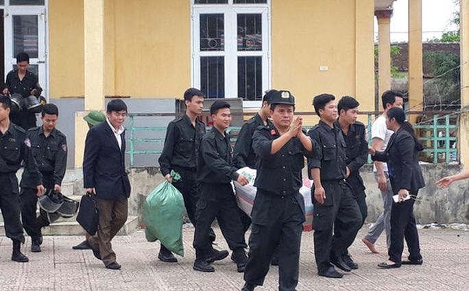 Công an Hà Nội kêu gọi người bắt giữ 38 cán bộ, cảnh sát ở Đồng Tâm đầu thú - Ảnh 1.
