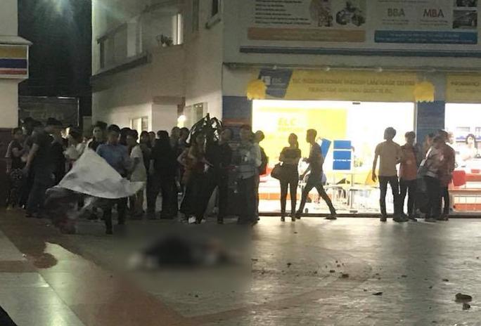 Trường Hutech xác nhận bê tông rơi làm chết sinh viên - Ảnh 1.