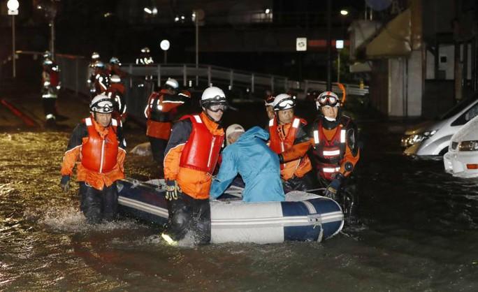 Bão Lan quần thảo Nhật Bản, hơn 130 người thương vong - Ảnh 1.