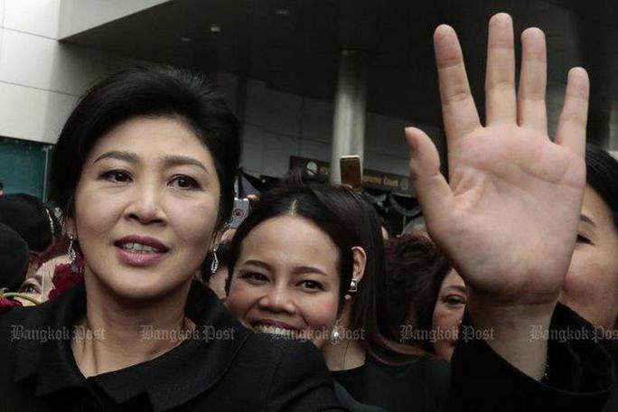 Bà Yingluck bị thu hồi hộ chiếu - Ảnh 1.