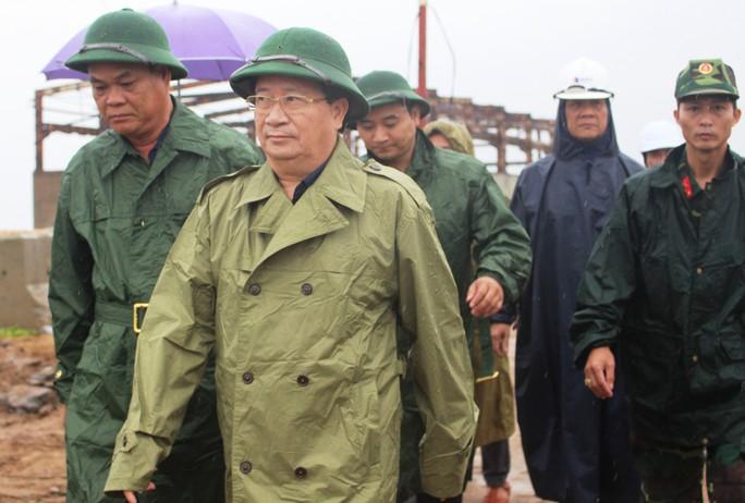 Phó Thủ tướng: Không để một người dân nào gặp nguy hiểm khi bão, lũ đến - Ảnh 1.