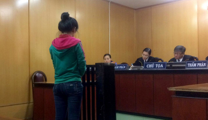 Người mẹ trẻ buôn ma túy nuôi con được giảm án - Ảnh 1.