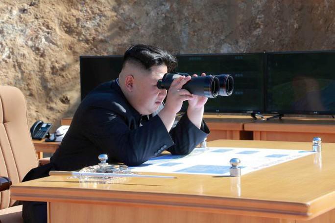 Theo nhà lãnh đạo Triều Tiên Kim Jong-un, tên lửa thử nghiệm vào sáng sớm 29-11 (giờ địa phương) là Hwasong-15 và đã thành công. Ảnh: REUTERS
