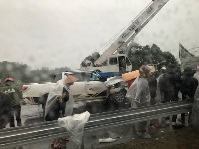 Tai nạn liên hoàn trên cao tốc Nội Bài - Lào Cai, 2 cha con thương vong - Ảnh 1.