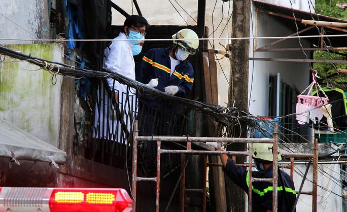Cận cảnh vụ cháy, 3 mẹ con tử vong - Ảnh 7.