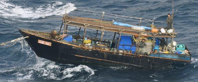"""Ngư dân Triều Tiên đến, kim loại trên đảo Nhật Bản """"bốc hơi"""" - Ảnh 1."""