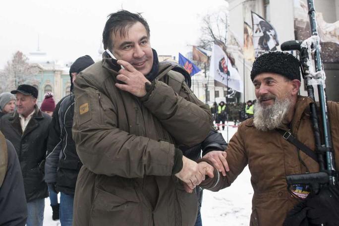 Cựu tổng thống Georgia chơi đuổi bắt với an ninh Ukraine - Ảnh 1.