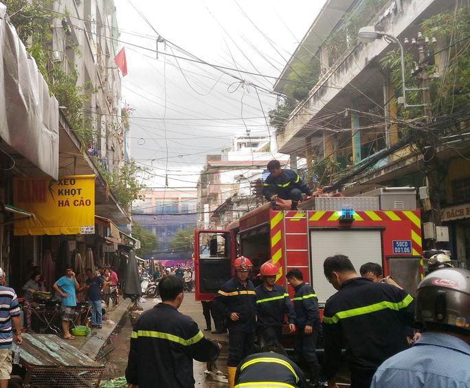 Vụ cháy khiến cả khu dân cư náo loạn