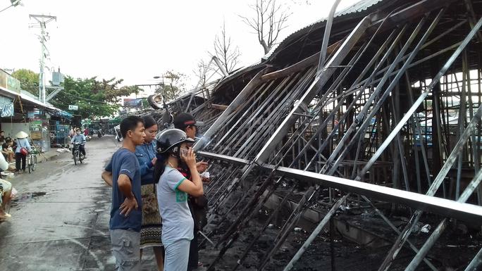 CLIP: Cảnh hoang tàn sau vụ cháy kinh hoàng ở chợ đêm Phú Quốc - Ảnh 3.
