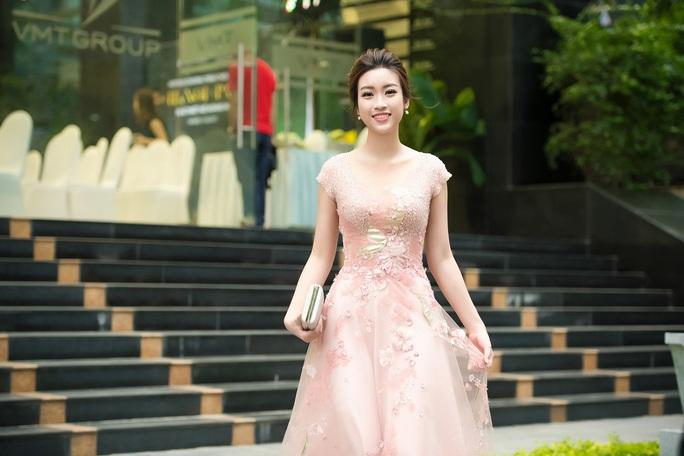 Hoa hậu Đỗ Mỹ Linh sẽ sánh vai cùng hoa hậu Pháp trên sàn catwalk - Ảnh 4.