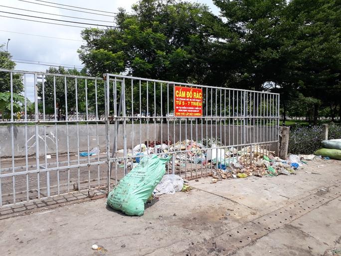 Ở một phường rác bao vây khu dân cư - Ảnh 3.
