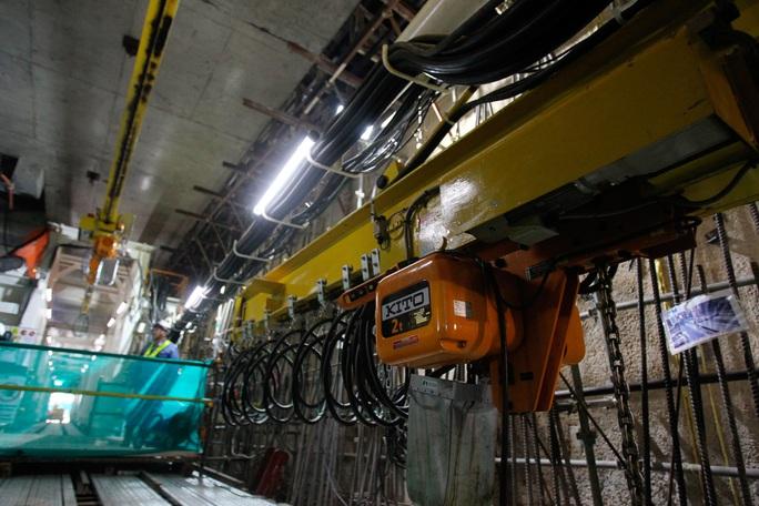 Cận cảnh robot khủng khoan hầm metro số 1 - Ảnh 4.