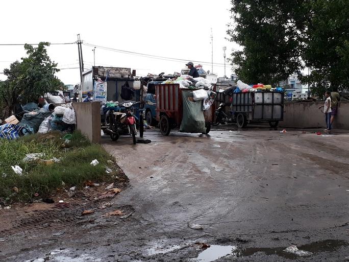 Ở một phường rác bao vây khu dân cư - Ảnh 2.