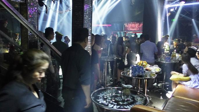 Đột kích 3 quán bar, tạm giữ 43 người dương tính với ma túy - Ảnh 1.