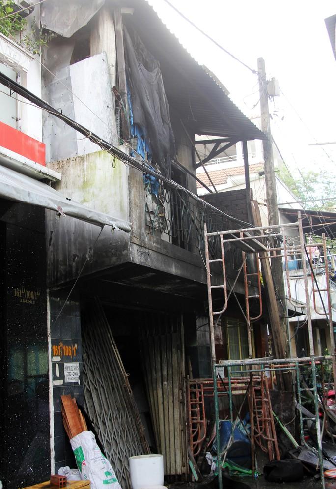 Cận cảnh vụ cháy, 3 mẹ con tử vong - Ảnh 11.