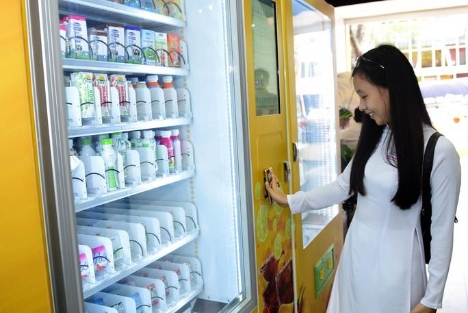 Lần đầu tiên TP HCM có cửa hàng tiện lợi không người bán - Ảnh 11.