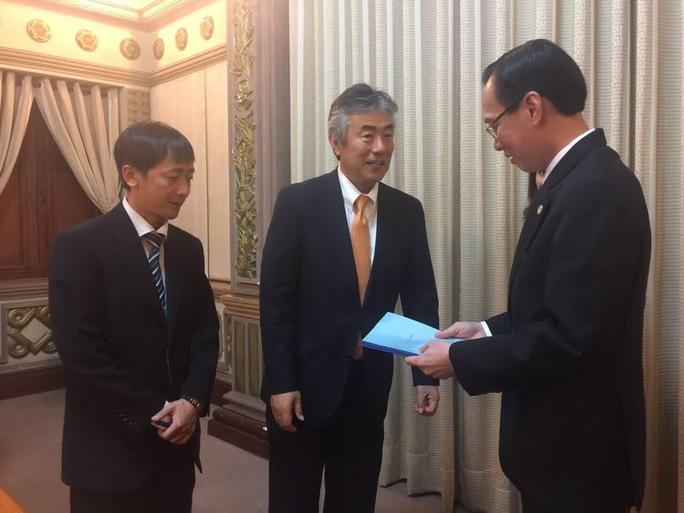 Đoàn doanh nghiệp Nhật gặp gỡ và trao đổi với Phó Chủ tịch UBND TP HCM Lê Thanh Liêm vào chiều 18-1