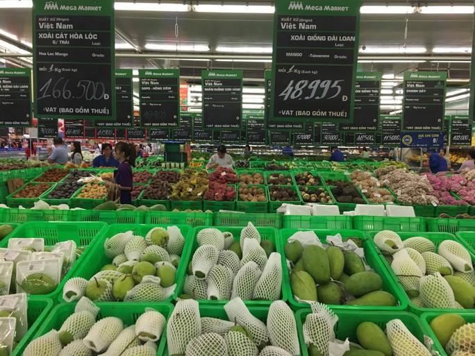 Các siêu thị dự báo những ngày cận Tết, giá nhiều loại trái cây sẽ còn tăng cao do nguồn cung giảm, nhu cầu tăng