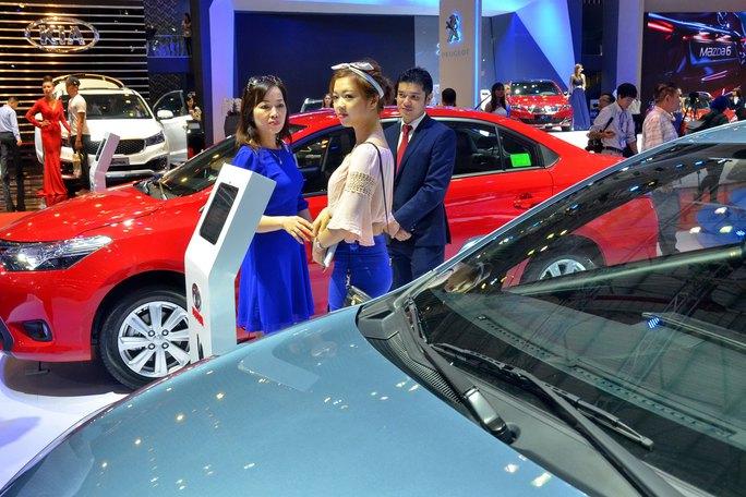 Các doanh nghiệp ô tô đang giảm dần sản xuất trong nước để chuyển sang nhập khẩu xe nguyên chiếc Ảnh: TẤN THẠNH