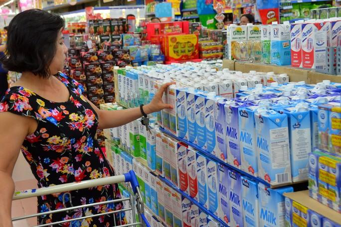 TP HCM: Đàn bò sữa và sản lượng sữa tươi giảm - Ảnh 1.