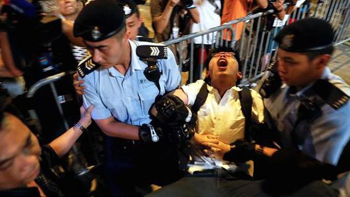 Hồng Kông: Bắt người biểu tình trước chuyến thăm của Chủ tịch Trung Quốc - Ảnh 6.