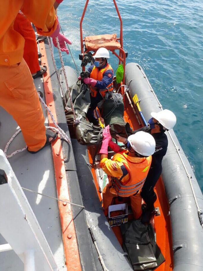 Đội thợ lặn tìm thấy thi thể bên trong tàu