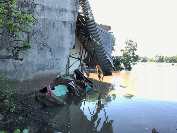 """Giây phút dòng sông """"nuốt"""" 5 căn nhà ở Nhà Bè - Ảnh 6."""