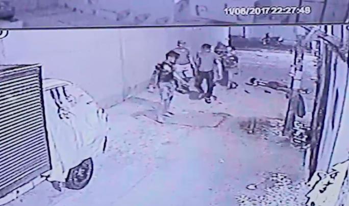 Xác định được nghi can đánh chết người tại đường Ao Đôi - Ảnh 1.
