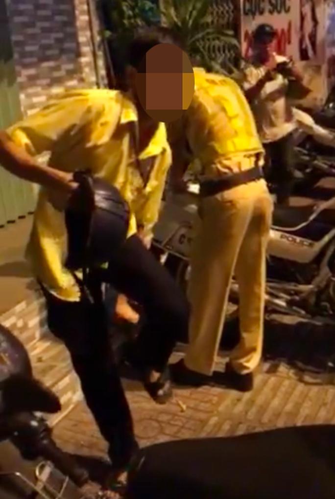 Thanh niên tấn công CSGT ở Gò Vấp - Ảnh 2.