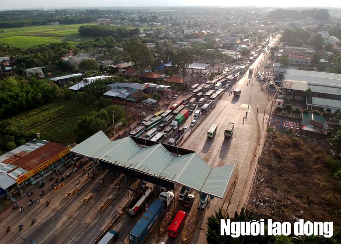 Toàn cảnh trạm thu phí BOT Biên Hòa xả trạm - Ảnh 2.