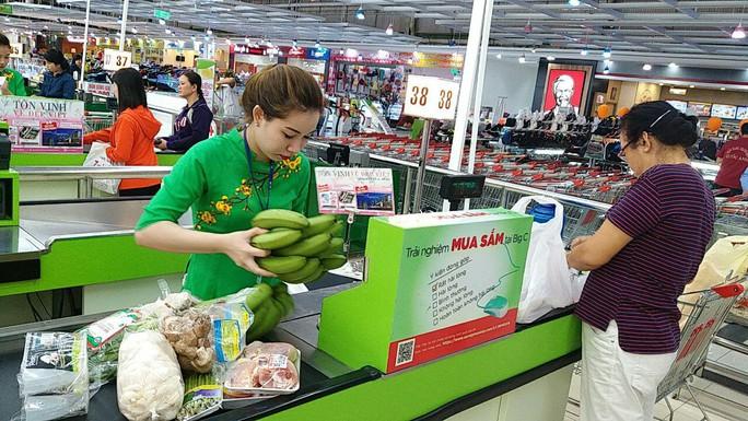 Nhiều người dân đã giúp đỡ nông dân tỉnh Đồng Nai bằng cách thu mua chuối tại siêu thị Big C.