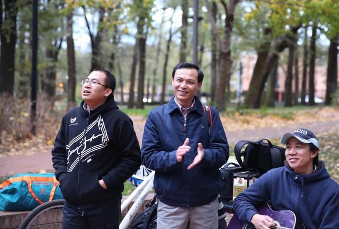 Đại sứ Lương Thanh Nghị (giữa) trong sự kiện gặp gỡ tháng Năm tại Thủ đô Canberra của Hội sinh viên - Thanh niên Việt Nam tại Canberra