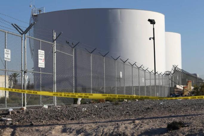 Kẻ thảm sát Las Vegas định bắn cháy thùng xăng để tẩu thoát? - Ảnh 1.