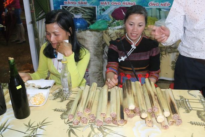 Bán được củ sâm giá 120 triệu đồng tại lễ hội sâm Ngọc Linh - Ảnh 16.